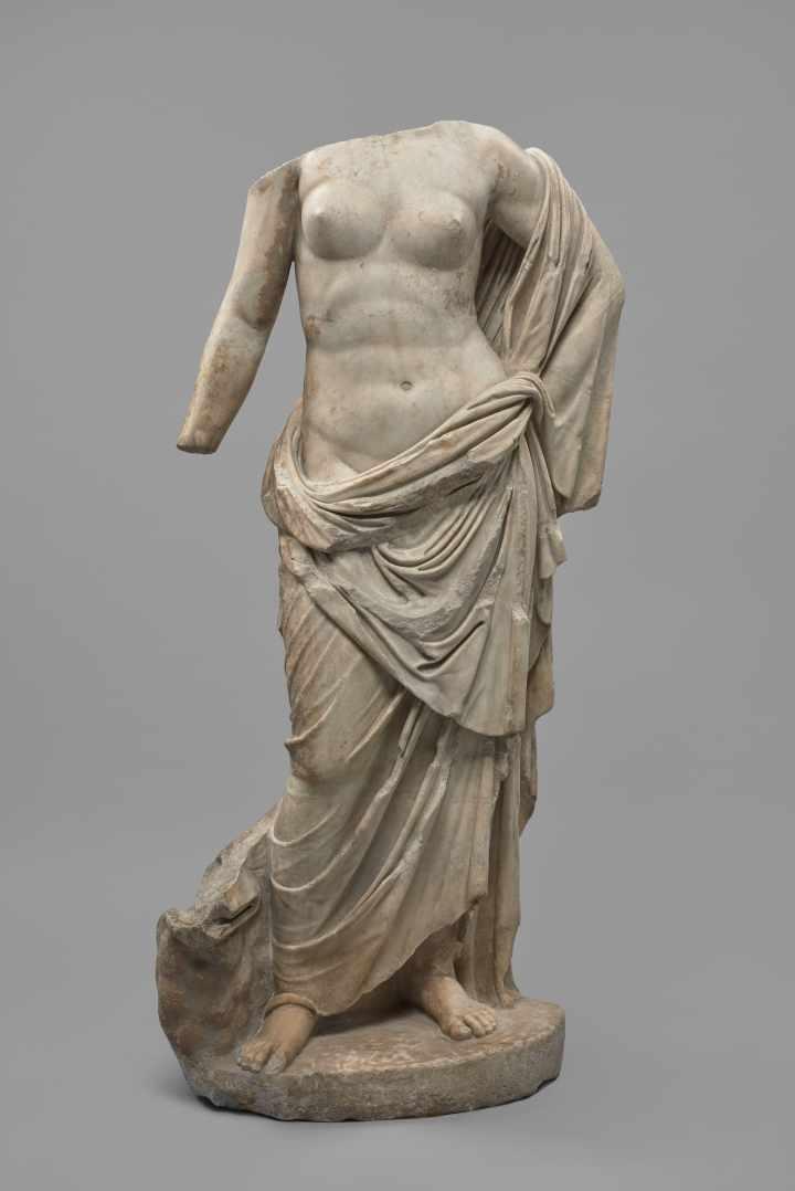 3 Statua di divinità femminile