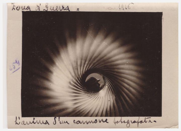 fig-4-enrico-barbera-lanima-di-un-cannone-fotografata-1916