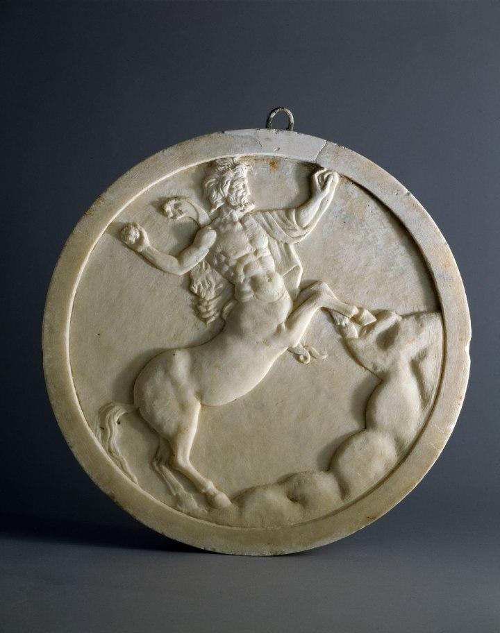 Oscillum decorato su entrambe le facce Pompei - Casa degli Amorini dorati marmo - cm41,5x45 Pompei - Parco Archeologico