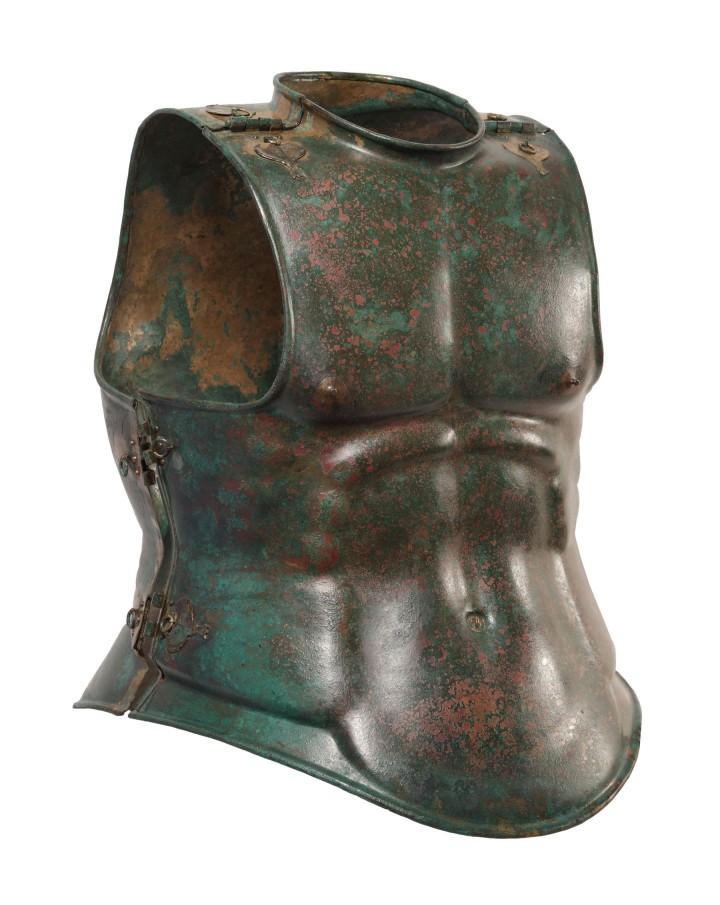 16-Corazza anatomica, 340 a.C., bronzo, Canosa, Museo Archeologico Nazionale di Palazzo Sinesi (BT)