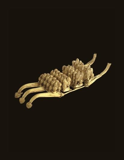 Affibbiaglio in oro con figurine animali decorate a granulazione da Tomba Barberini Palestrina. Museo Nazionale Etrusco di Villa Giulia