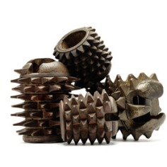 ©Artigianato locale, ItaliaBracciali ed elmo per il gioco del pallone col bracciale, XVII–XVIII secoloLegno, cerchi in ferro, chiodi in ferroCollezione privata